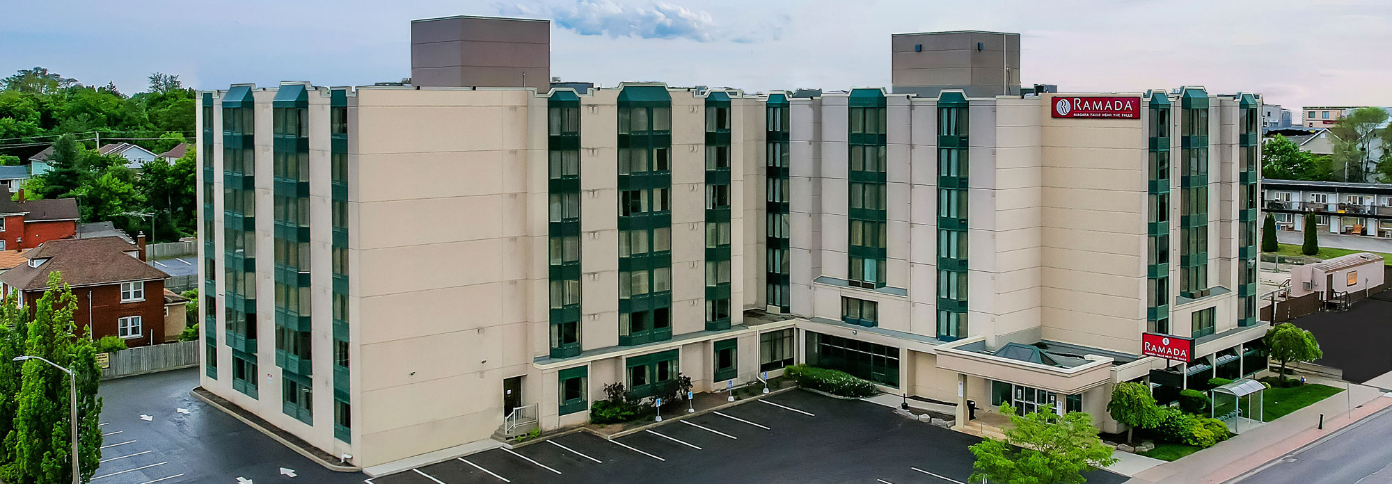 Exterior - Ramada by Wyndham Niagara Falls Near the Falls